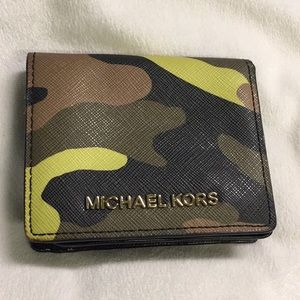 MICHAEL KORS SMALL CAMOUFLAGE  WALLET